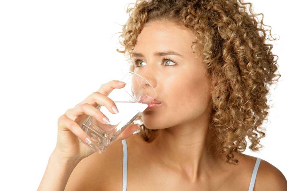 تاثیرات نوشیدن آب روی موها
