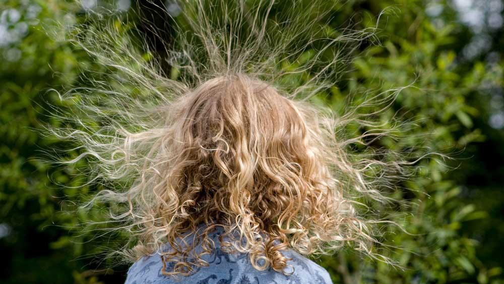 الکتریسیته مو چیست؟