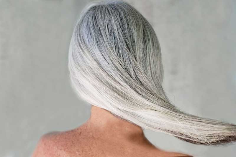 موخوره در موی سفید بلند