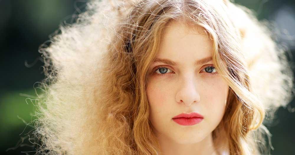 علت وز شدن مو چیست؟