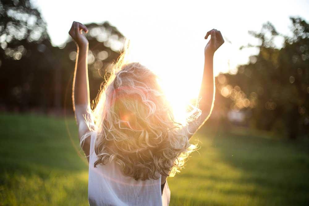 اثرات نور فرابنفش بر روی موها