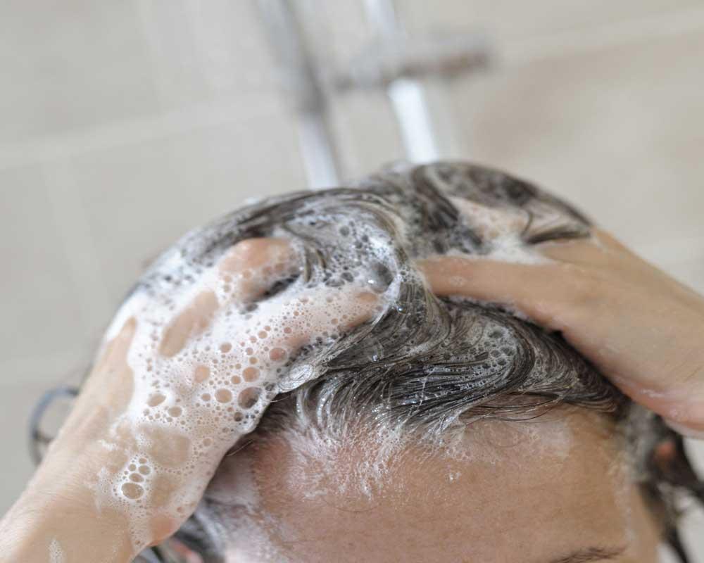 نحوه صحیح شستن موهای خشک