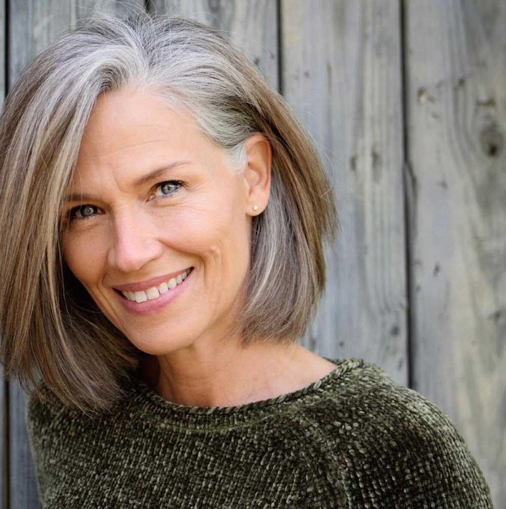 علت ریختن موها در زنان میانسال