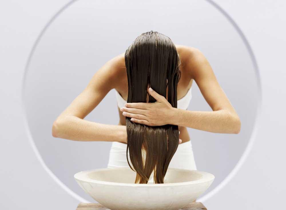طریقه صحیح شستشوی موی بلند