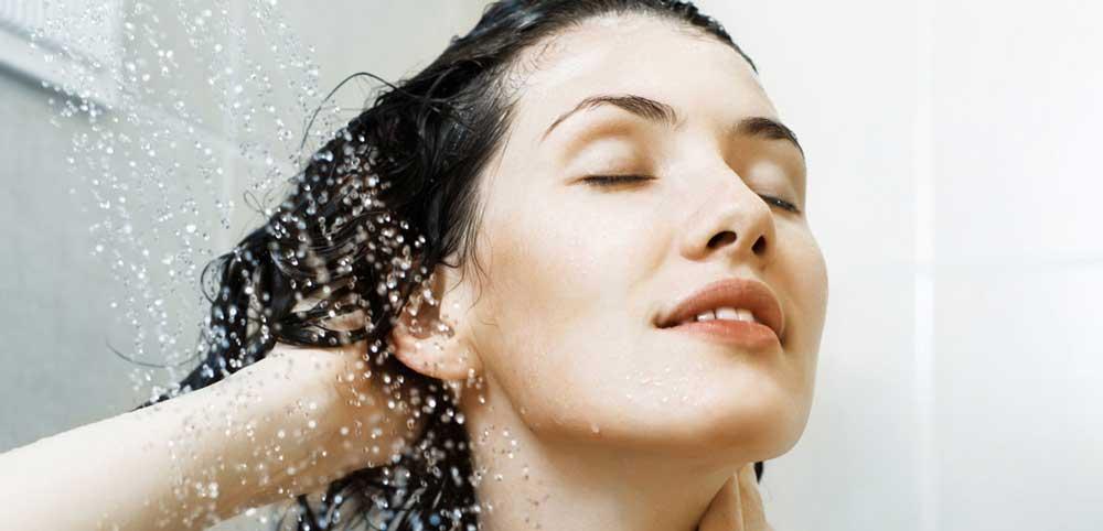 آبرسانی به موهای خشک و شکننده
