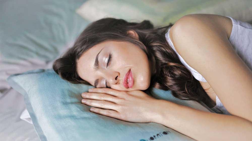 خواب صحیح و سلامت موها